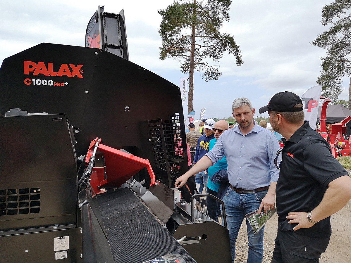 Better productivity with Palax circular saw firewood processors